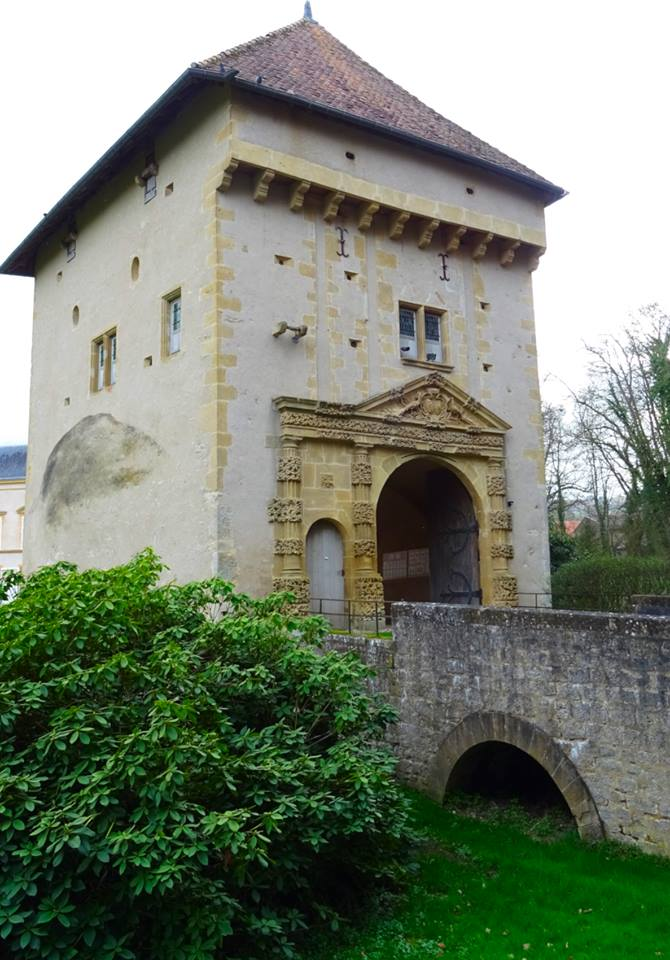 Le château de Mardigny #beautyfromitaly Holiday home in France, Property for sale in France, Property under 50000 in France, Gites in France, brexit